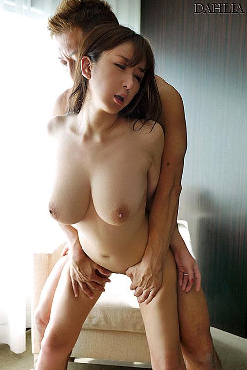 「狂うほど抱いて欲しい…」本性を曝け出す淫密セックス 我妻里帆(あがつまりほ) 4