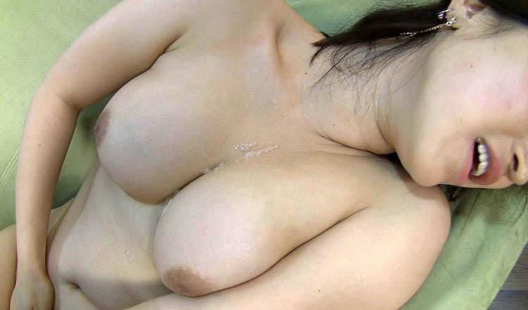 韓国で見つけた清楚系の彼女は、まさかのアダルトビデオに興味津々!脱がせば驚きのFカップ爆乳を揺らして「日本人とヤリたい!」 5